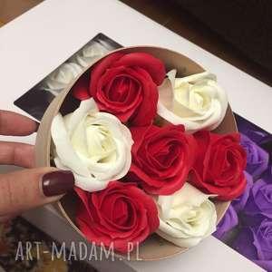 hand made kosmetyczki oryginały prezent. Box kwiaty z mydła