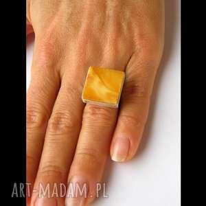 srebrny pierścionek z naturalnego bursztynu - bursztyn, prezent, elegacki