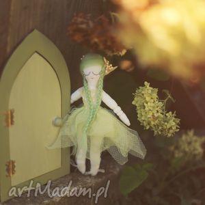 ręczne wykonanie zabawki magiczna bajka - zielony elf i drzwi wróżek