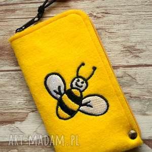 filcowe etui na telefon - pszczółka, smartfon, pokrowiec, pszczoła, koraliki