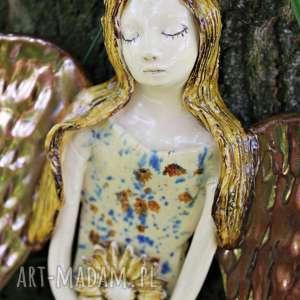 dekoracje anioł w kolorowej sukni z kwiatem prezent dla dziecka, ceramika
