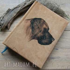 notesy album na zdjęcia w naturalnej skórze, z ręcznie malowanym portretem psa -
