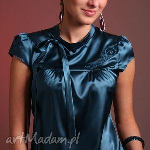 satynowa bluzka z haftowanym karczkiem, satyna, haft, wiązanie, zamek, elegancka