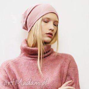 hand-made czapki wygodna i bardzo kobieca czapka dresowa w kolorze pudrowego