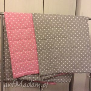 narzuta na łóżko szaro-różowa, narzuta, łóżko, prezent, parapetówka, ślubny, grochy