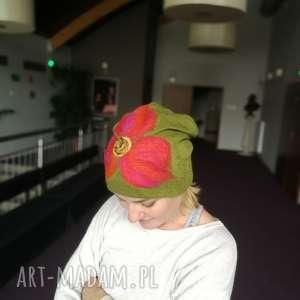 czapka wełniana filcowana zielona zimowa handmade w kwiaty, wełna, etno