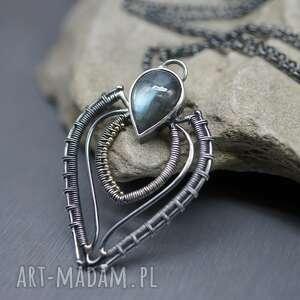 drobny labradoryt wisior calin, srebrny naszyjnik, długi wisiorek, wire wrapping