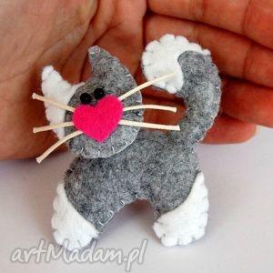broszki kotek - broszka z filcu, filc, broszka, kot, dziecko, prezent, rękodzieło