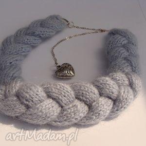 niebieski naszyjnik z wełny w kształcie warkocza - włóczka, wełna