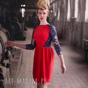 koralowa sukienka z koronkowymi elementami - sukienka, koral, czerwień, koronka