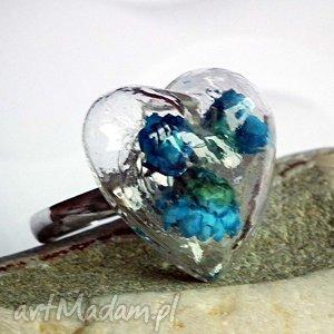 kwiatowe terrarium unikatowy pierścionek, szklany, kwiatki, niebieski, turkus, serce