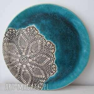 turkusowa patera z koronką, ceramiczna, talerz, dekoracyjny, koronkowy, ceramiczny