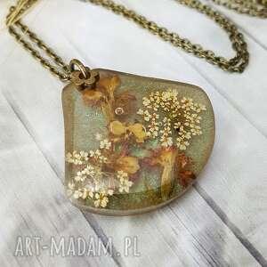 1085/mela - wisiorek z żywicy, kwiaty, antyczne złoto, wisiorek, żywica, kwiaty