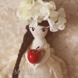 bajkoszycie magiczna bajka - jaśminowa panna, lalka, wianek, kwiaty, koronka