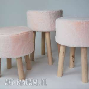 Fjerne M futrzak różowy, twórczykąt, fjerne, stołek, drewno, unikalny