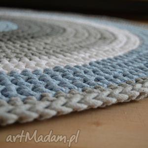 Ręcznie robiony okrągły dywan ze sznurka bawełnianego połączenie szarości, błękitu