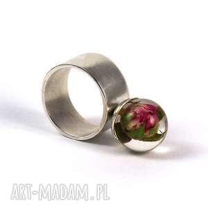 Prezent Pierścionek z naturalną różą, żywica i srebro, żywica, natura, kwiaty, róże