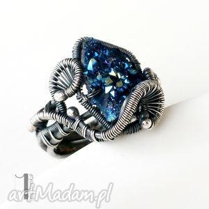 osobliwość - otchłań pierścionek z pirytem