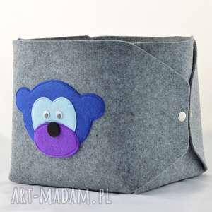 pudełko na zabawki- niebieska małpka szarym, pudełko, filc, filcowe
