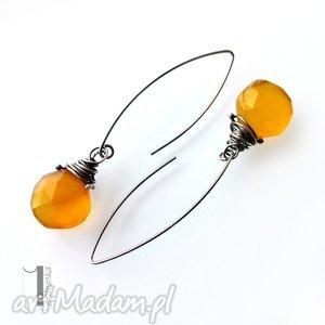 miechunka goldfish - srebrne kolczyki z chalcedonem miodowym - długie