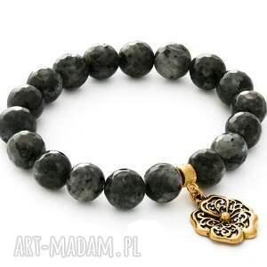 black labradorite with flower pendant - labradoryt