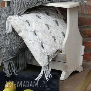 Poduszka lniana z makramą i drewnianymi koralikami poduszki loop