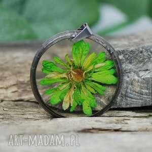 ręcznie zrobione wisiorki wisiorek z żywicy suszonym kwiatem 1255