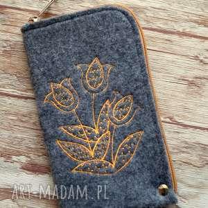 filcowe etui na telefon - tulipany, smartfon, pokrowiec, haft, prezent, tulipany