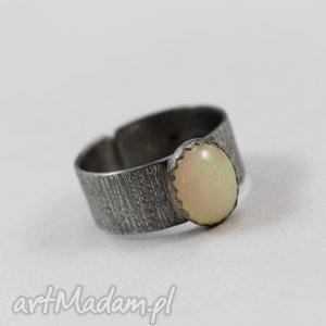 Opal z Etiopii w fakturowanym srebrze - pierścionek 2660, opal, etiopski, etiopii