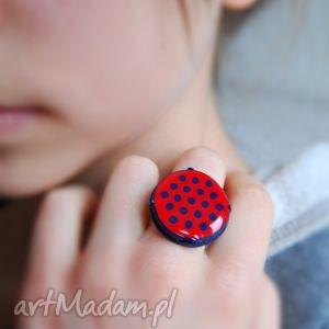 kropka, pierścionek z polymer clay i żywicy, pierścionki, kropki, czerwony