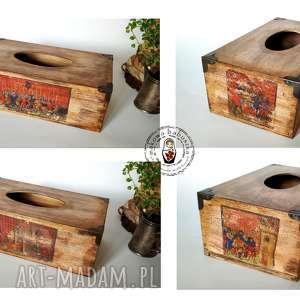 Solidny drewniany chustecznik w średniowiecznym stylu pudełka