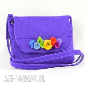 hand-made dla dziecka fioletowa torebka dziewczynki z kolorowymi kwiatkami - filcowa
