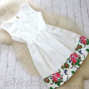 ręczne wykonanie sukienki biała sukienka kontrafałdy góralska folk