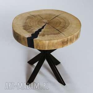 stolik z plastra topoli niebieską żywicą, drewna