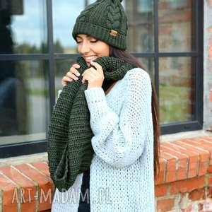 gruby damski komplet zimowy, czapka z pomponem i komin z włóczki ciemna zieleń