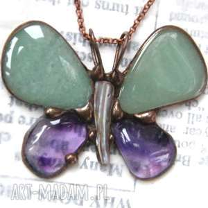 wisiorki naszyjnik motyl zielono-fioletowy, motyw-motyla, naszyjnik-z-kamienia