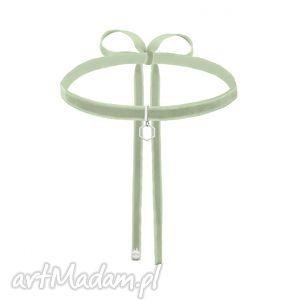 handmade naszyjniki seledynowo-szary aksamitny choker ze srebrnym sześciokątem