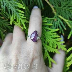 Srebrny pierścionek z rubinem angry cat rubin, surowy, srebro
