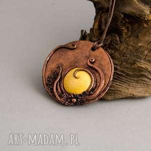 wisior medalion z żółtą ceramiką, wisiorek, wisior, medalion, na prezent