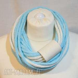 wełniany szal, naszyjnik, otulacz, komin biało-niebieski, wełna