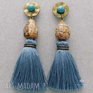 etniczne kolczyki z chwostami niebieskimi, sztyfty, metal, mosiądz, jaspis, chwosty