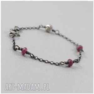 hand-made rubiny na srebrnym łańcuszku - bransoletka 2946