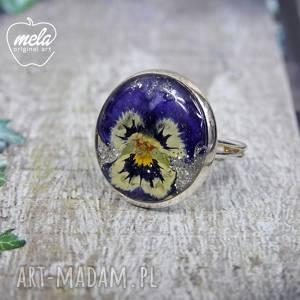 0549/ mela pierścionek - kwiat w żywicy bratek, pierścionek, kwiat, żywica, epoksyd