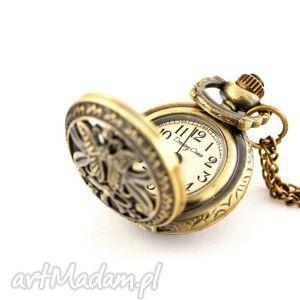 Motylek ii zegarki drobinyczasu zegarek