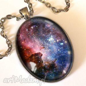 Karina nebula - owalny medalion z łańcuszkiem, nebula, kosmos, wszechświat, planety