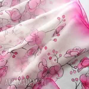 handmade chustki i apaszki biały szal jedwabny kwiaty wiśni ręcznie