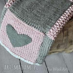 pokoik dziecka kocyk z sercem, koc, kocyk, pled, narzuta, wełniany, na drutach