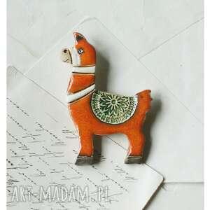 Wylegarnia pomyslow - broszka lama, ceramika alpaka