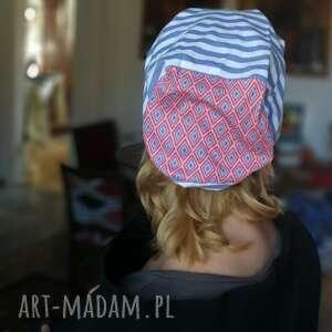 czapka damska bez podszewki w paski, zakończenia surowe, wiosenna, obwód