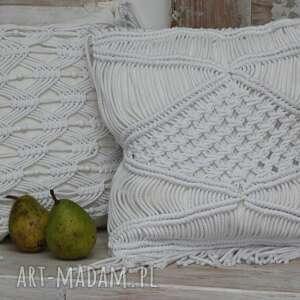 nieszablonowa ozdobna poduszka z makramą, dekoracyjna, makrama
